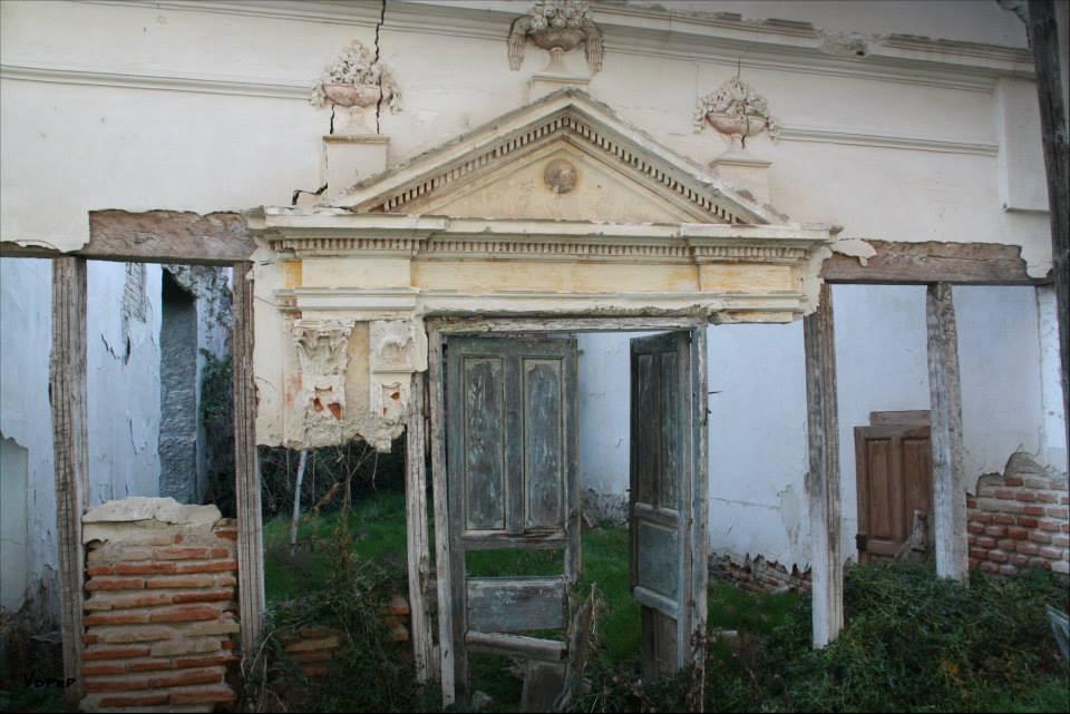 Edificios en ruinas de Aniago