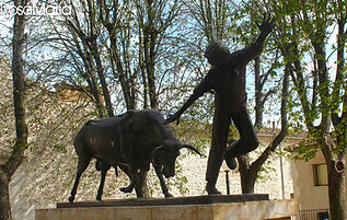 escultura toros de Cuéllar.jpg