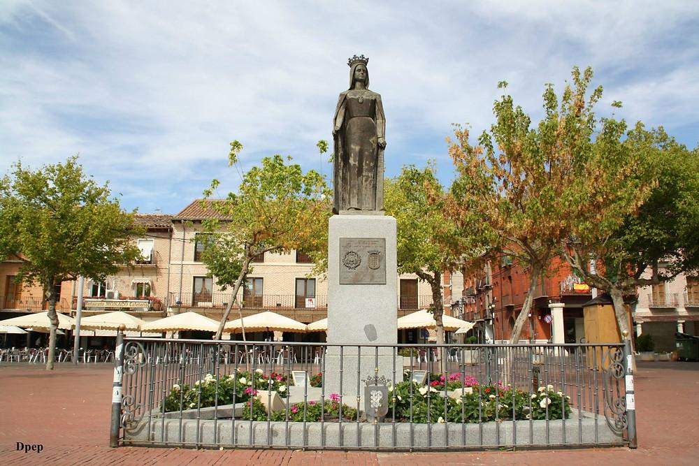 Escultura de Isabel la Católica en la Plaza MAyor