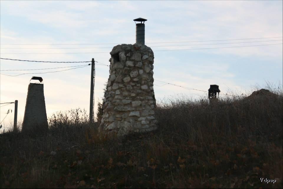 Chimeneas de las bodegas de Cigales