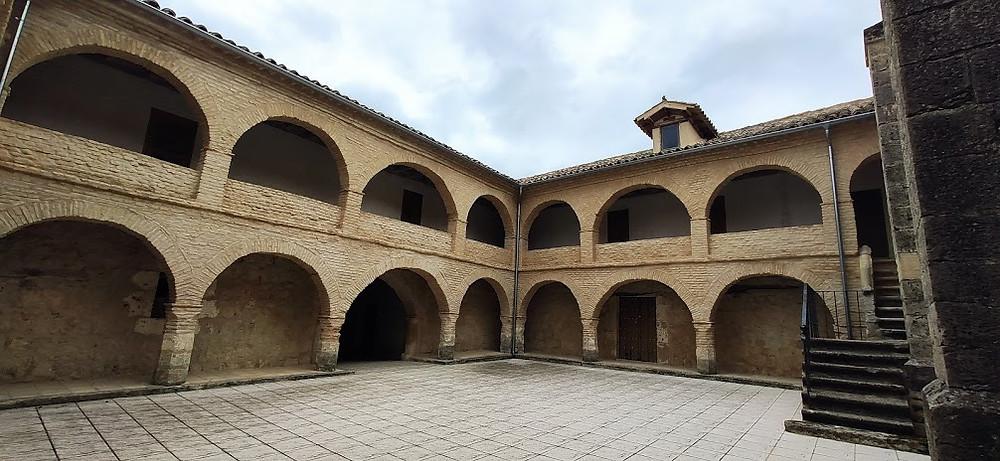 Patio de la Ermita de Tiedra