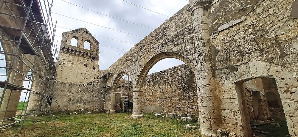 Iglesia en ruinas de San Pedro de Tiedra