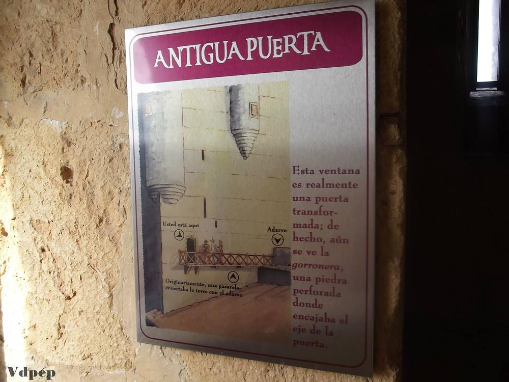 Antigua puerta de entrada al Castillo de Torrelobatón