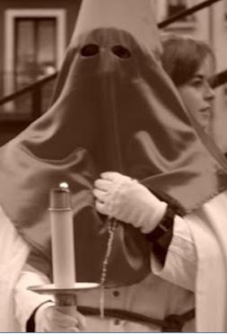Cofrade en capuchón en la Semana Santa de Valladolid
