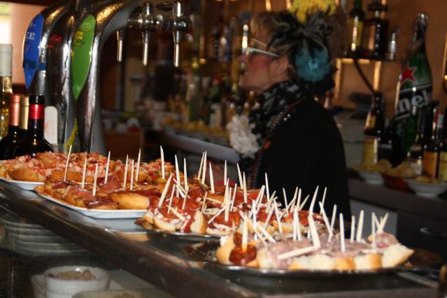 """""""La Guada"""" en su bar de la Plaza Mayor"""