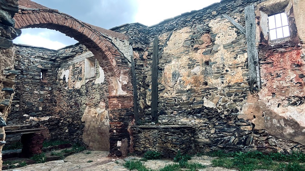 Interior de la Iglesia de Serracín