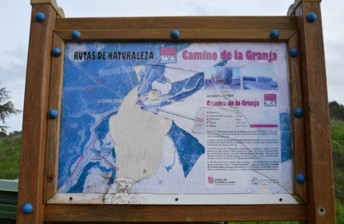 Cartel de una ruta en la Santa Espina