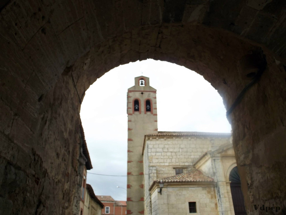 Iglesia y muralla de Torrelobatón
