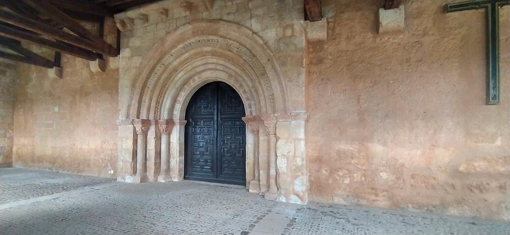 Portada de la entrada de la Iglesia de la Natividad de Santa María de Riaza