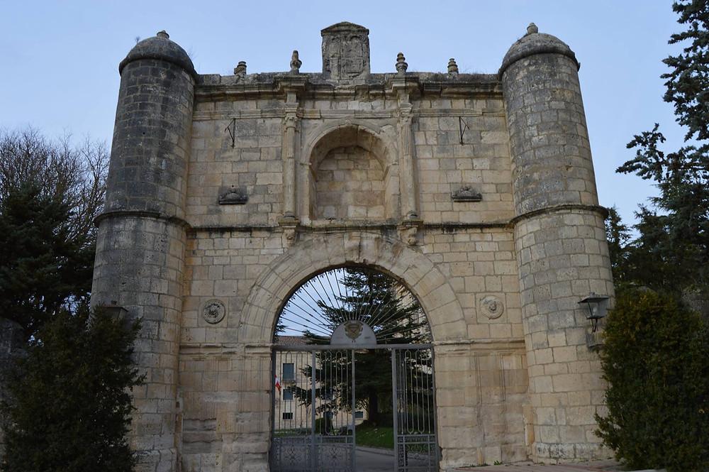 Puerta de entrada al Monasterio de la Santa Espina