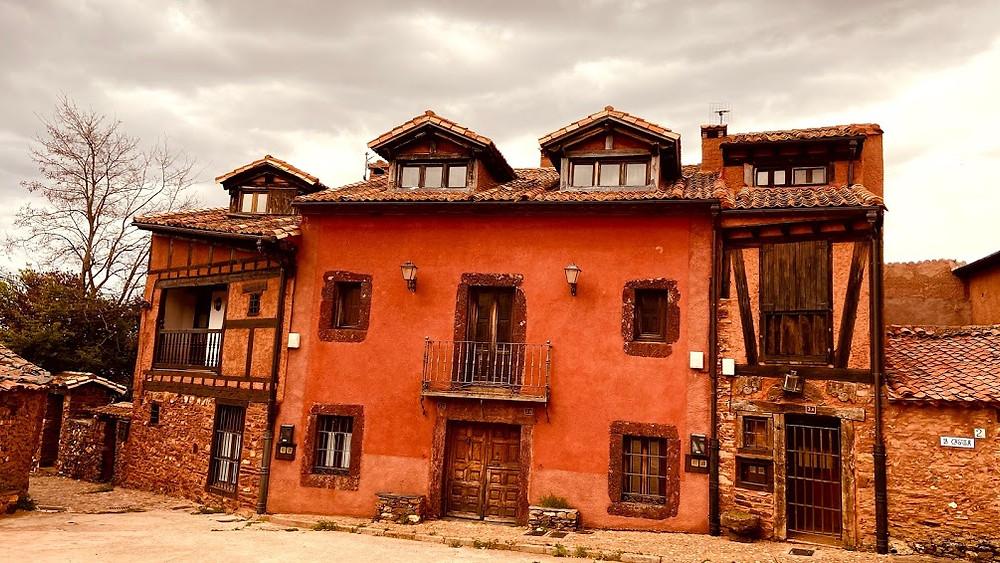 Viviendas rojas de Madriguera
