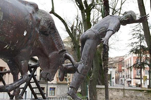 Estatua en homenaje a los encierros de Cuéllar