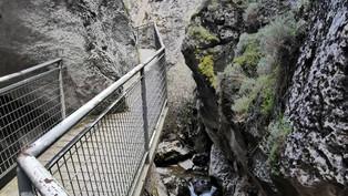 El paseo colgado por el estrecho Desfiladero de la Yecla
