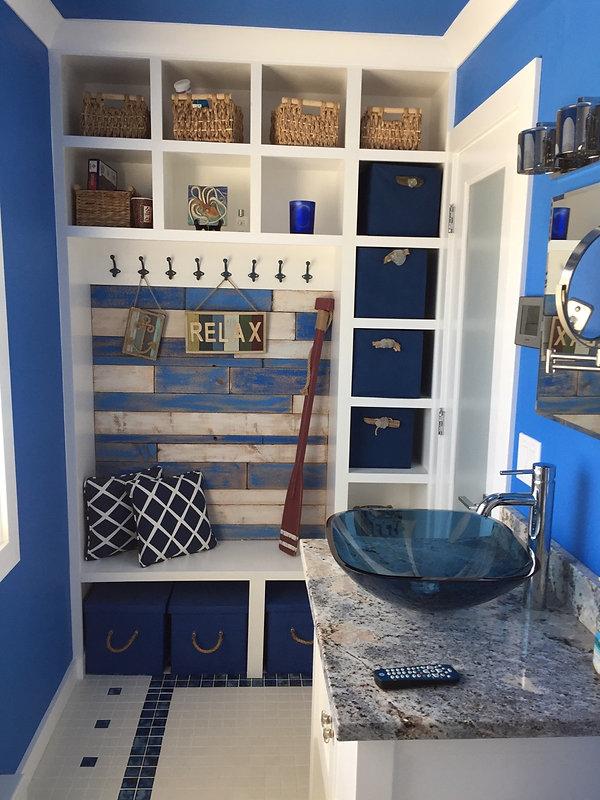 Fabulous bathroom 12x5 with storage