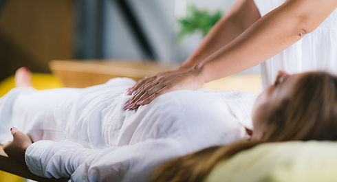 reiki-healing-treatment-with-woman-8NXU6