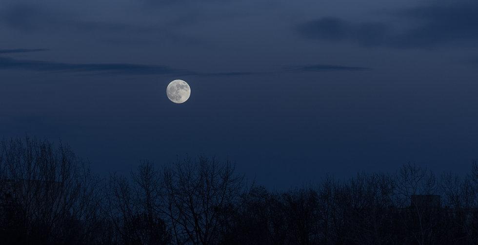 full-moon-dark-sky-during-moonrise.jpg
