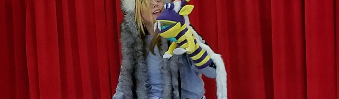 Laughing_Woof and Bananas on stage.jpg