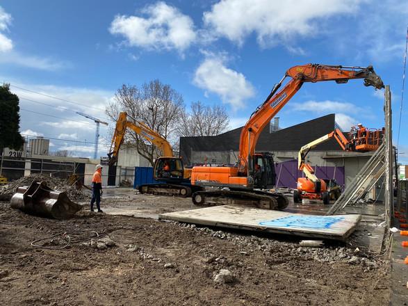 Excavators working in tandem