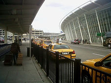 Taxis_at_JFK_airport.JPG