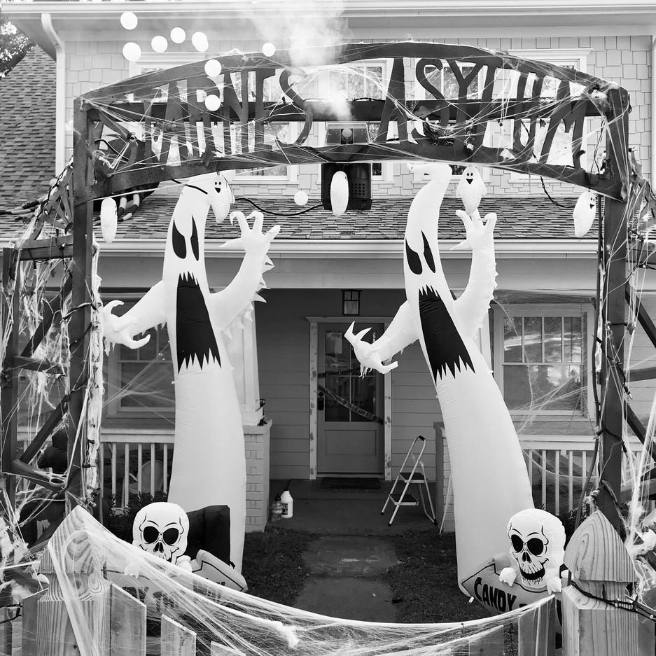 """""""Starnes Asylum"""" Halloween arbor"""