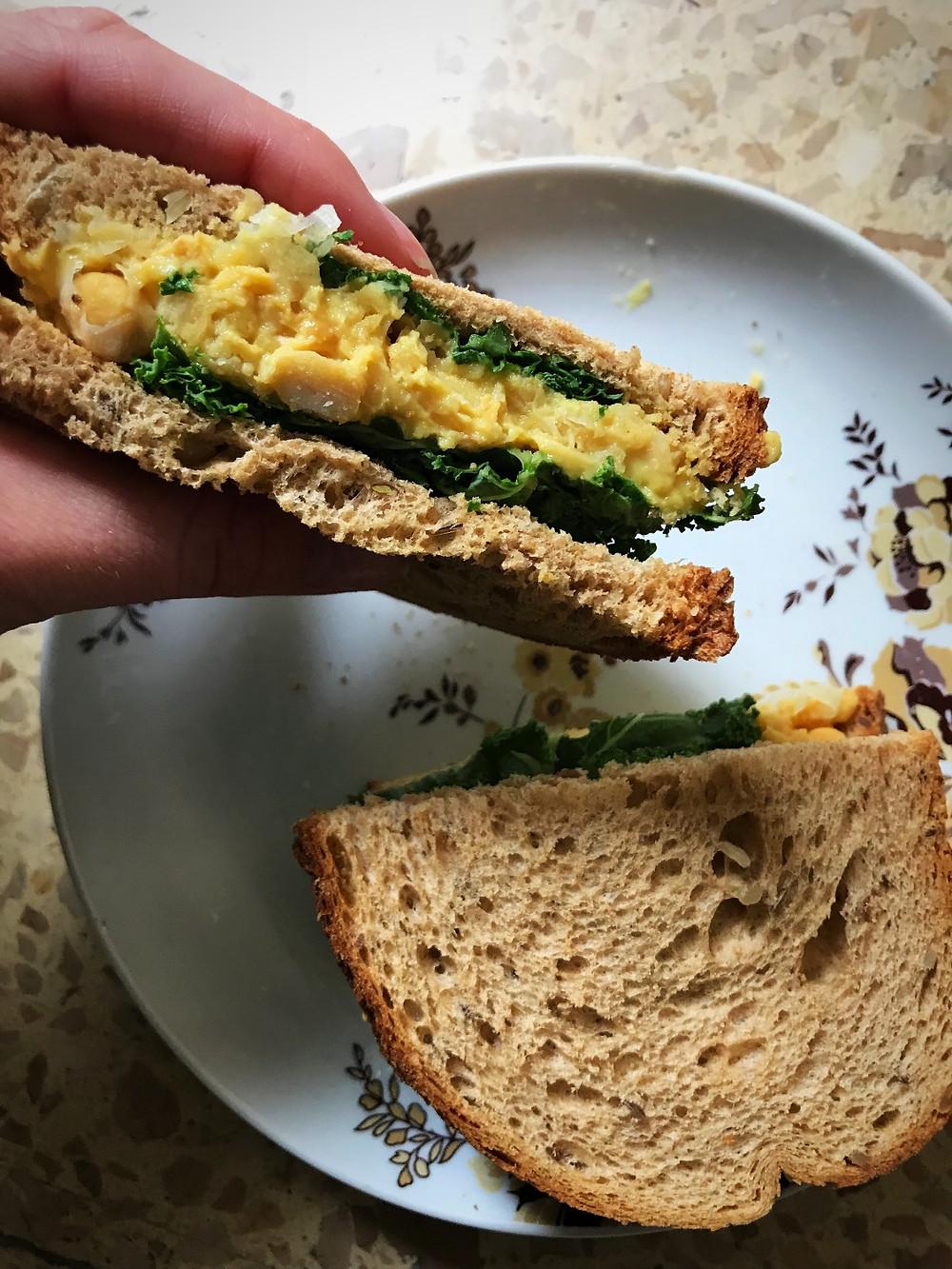 chickpea sandwich חומוסים כריך