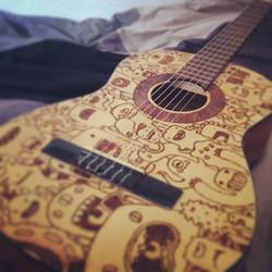Guitare pyrogravée