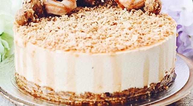 If I had a sugar shack, this maple toffee swirl #vegan cheesecake would be on the menu 🍁🤗🌿#rawcakevibes #glutenfree #eggfree #dairyfree #veg