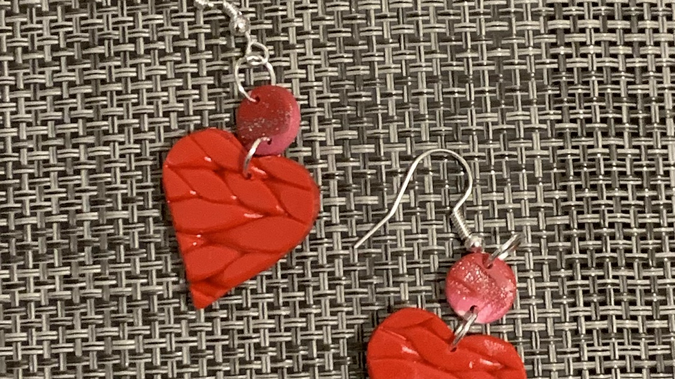 Roped heart dangle wires