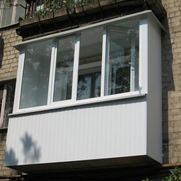 балкон с отделкой сайдингом
