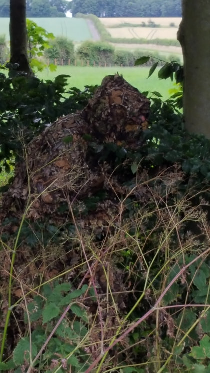 Lightweight and effective Ghillie suit, make yourself invisible to your quarry when hide shooting