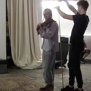 Jan Hasenauer executing a human-sizeing performance.