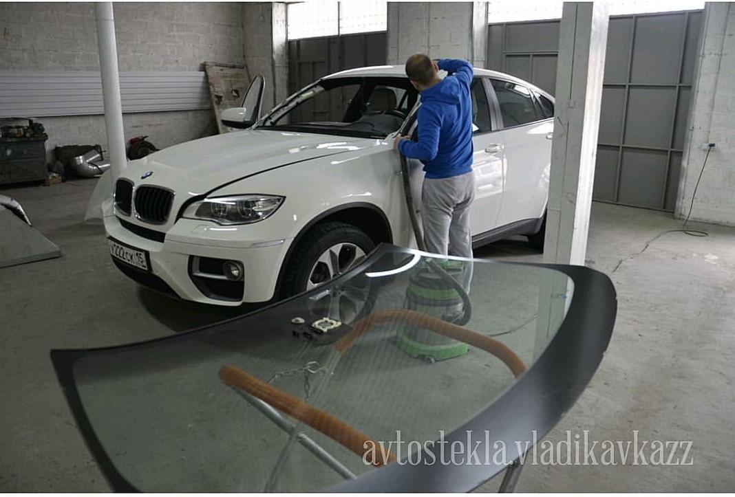 Замена лобового стекла BMW X 6.jpg