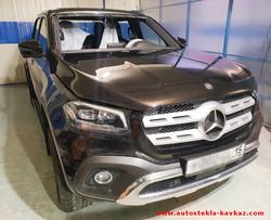 Замена лобового стекла Mercedes пикап
