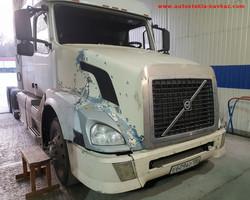 Замена лобового стекла Volvo VNL