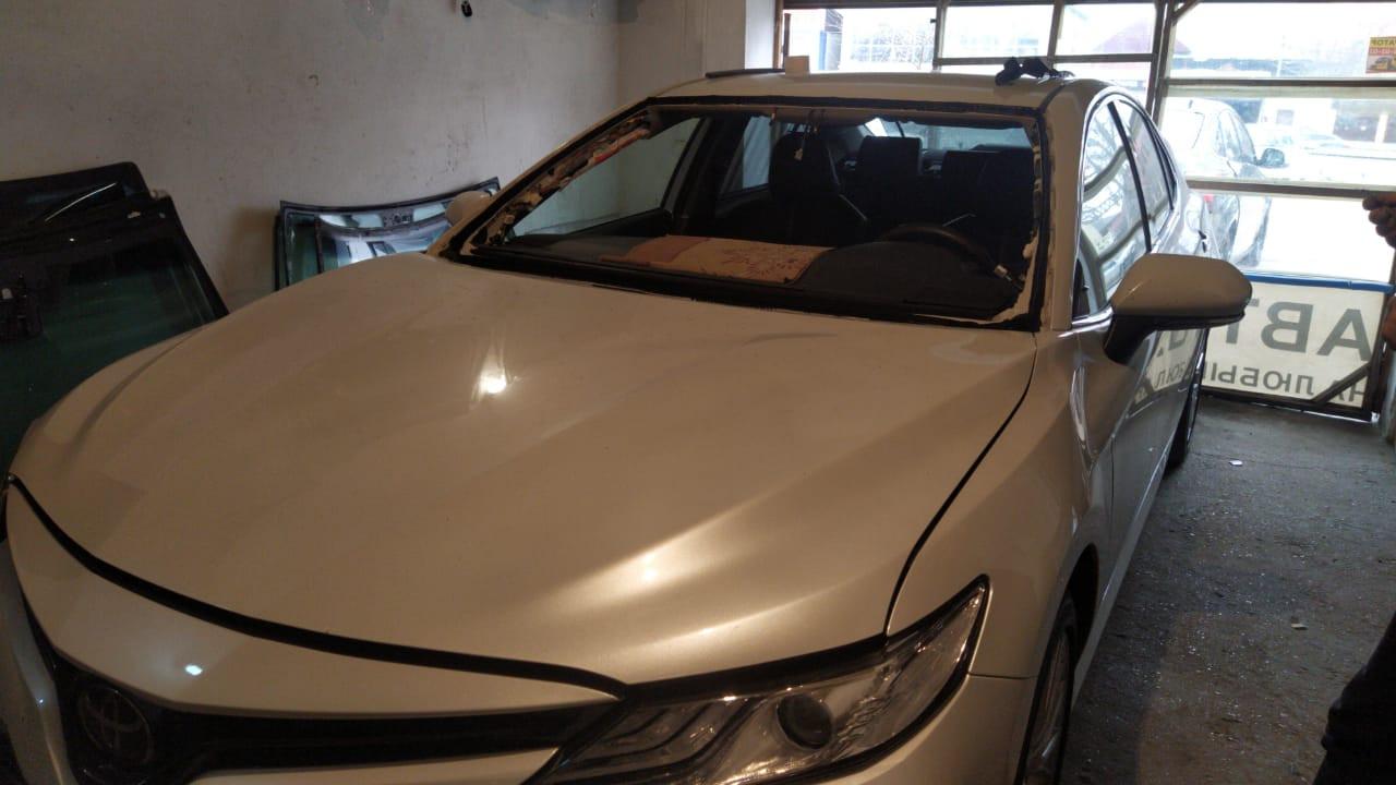 Замена лобового стекла Toyota Camry