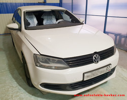 Замена лобового стекла VW Polo