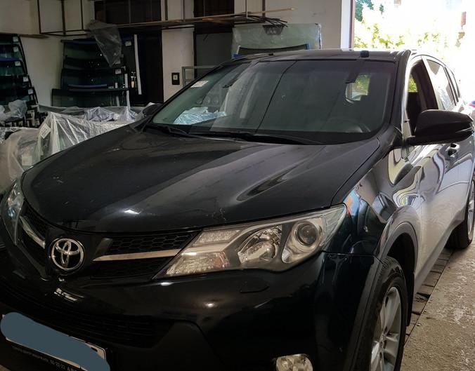 Замена лобового стекла Toyot