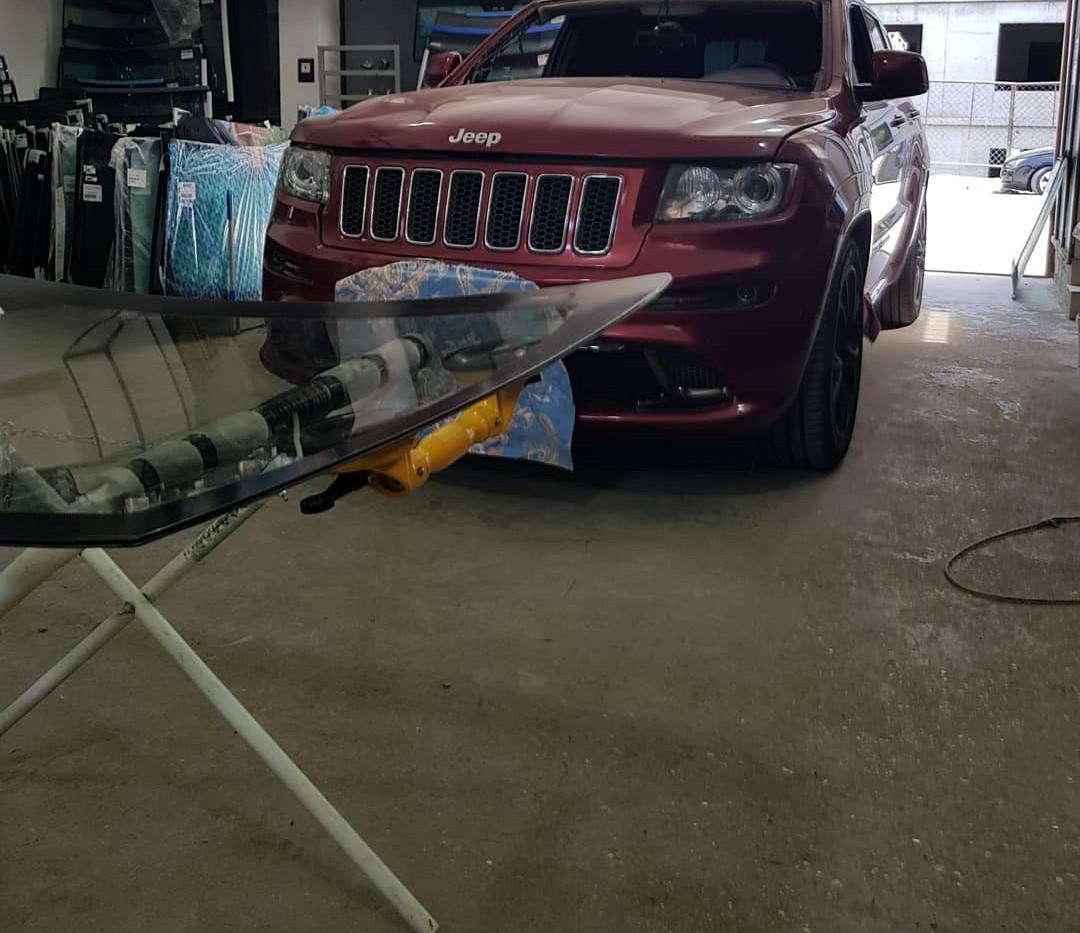Замена лобового стекла Jeep