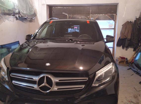 Замена лобового стекла Mercedes.jpg
