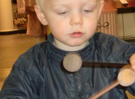 Kwalileitseisen in de K.O.M! lessen: voorschoolse muziekeducatie kan die waarmaken.