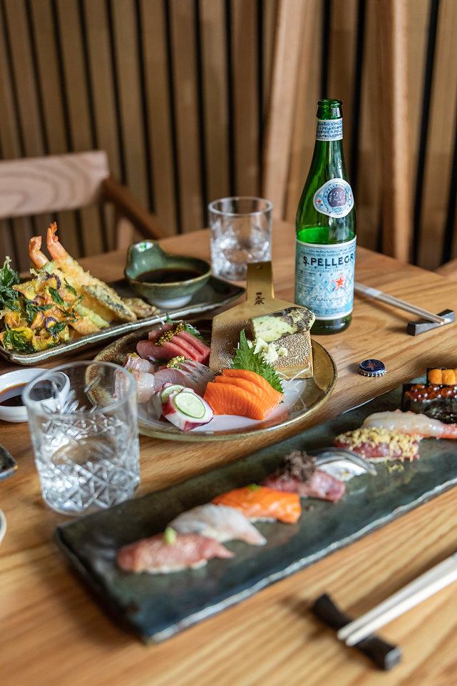Sashimi mixto y platillos.jpg