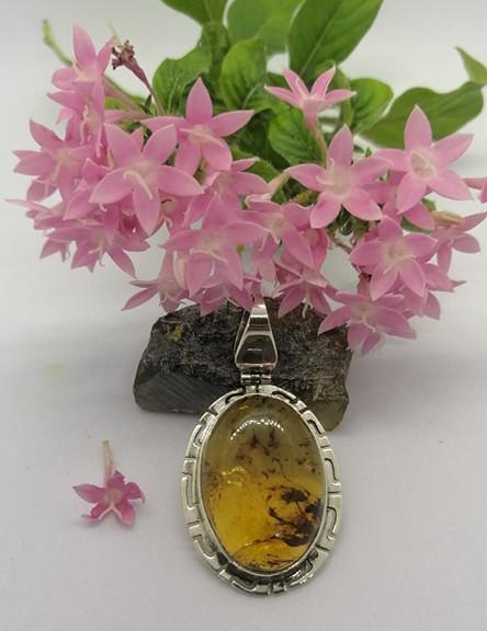 Amber pendant set in 925 sterling silver with fretwork $550 pesos plus shipping (mas envio)
