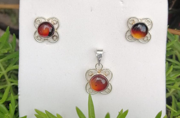 Set of red amber earring & pendant set in 925 sterling silver $550 pesos plus shipping (mas envio)
