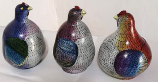 """Hand-painted Gourd """"3 Hens Jewelry Container"""" $14750 pesos plus shipping (mas envio)"""