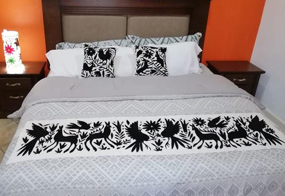 Otomi Hand-embroidered Table or Bed Runner Black $1500 más gastos de envío (mas envio)