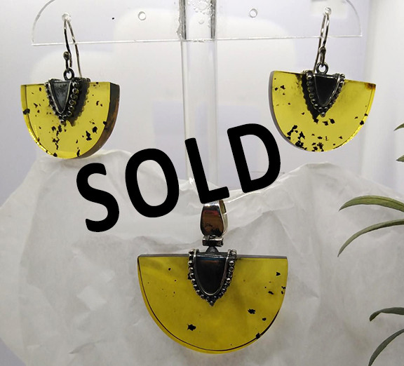 SOLD--Amber Fan Set $1,500 pesos plus shipping (mas envio)