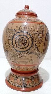 Cantaro with base & lid (view 2)