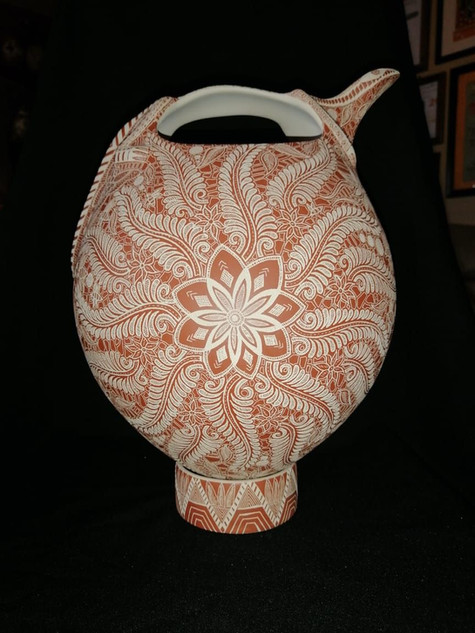 Pot with lizard handle & esgrafiado of hummingbird designs done with a needle $25,000 pesos plus shipping (mas envio)
