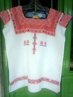 Concurso Award-winner Hand-embroidered Huipil $3,500 pesos plus shipping (mas envio)