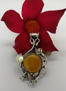 Sterling silver amber pendant $650 pesos plus shipping (mas envio)